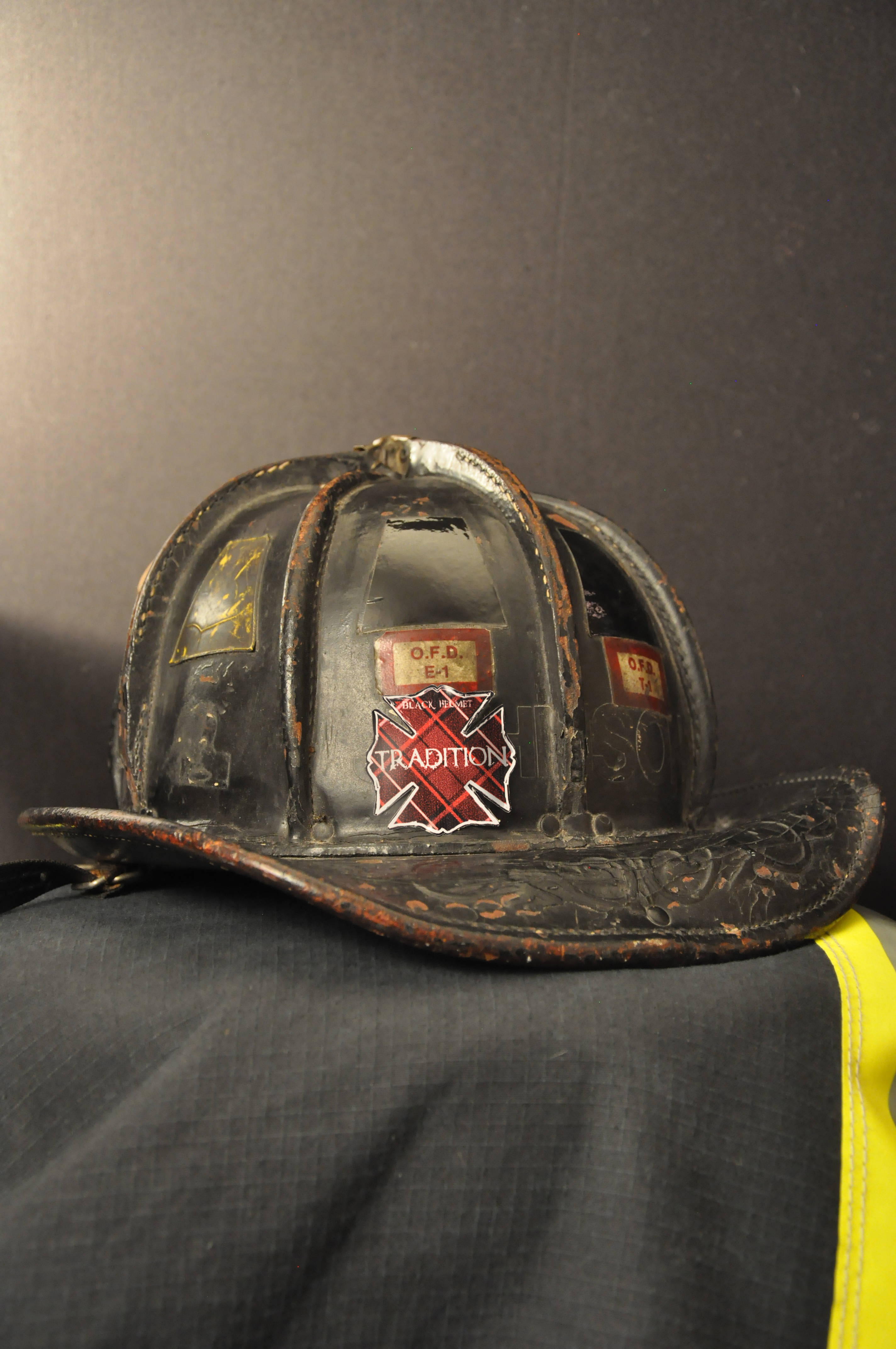 Tradition Red Plaid Fire Helmet Decal Black Helmet Firefighter - Fire helmet decals