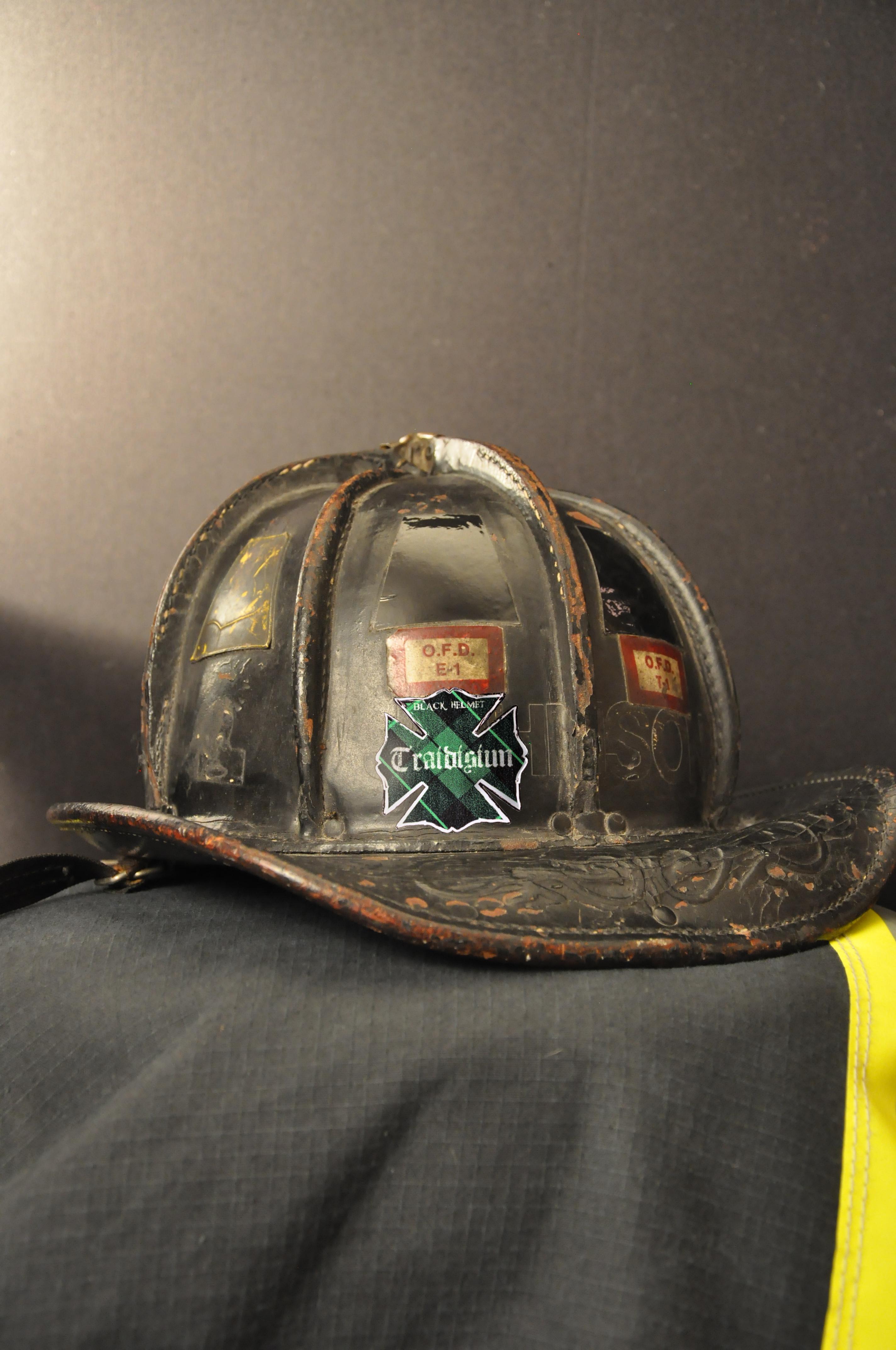 Traidisiun Plaid Fire Helmet Decal Black Helmet Firefighter - Fire helmet decals
