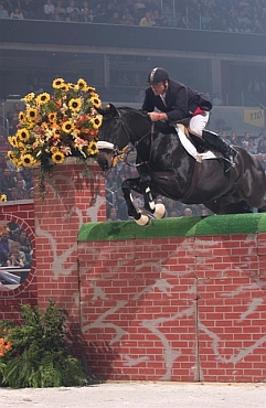 Mark Leone clear the Puissance wall.